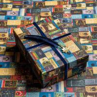 Kép 1/3 - HARRY POTTER - Roxforti tankönyvek mintás csomagolópapír (MinaLima design) BubbleStore