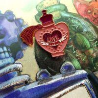 Kép 1/3 - HARRY POTTER - Szerelmi bájital fém kitűző